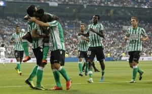 Los jugadores del Betis celebran un gol. FOTO:EFE