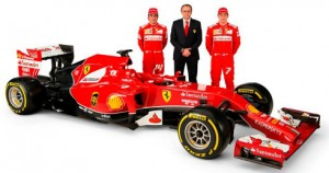 Alonso, Domenicali y Raikkonen, con el Ferrari del Mundial 2014. FOTO: crash.net