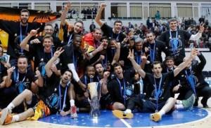 La plantilla del Valencia Basket, celebrando el título. FOTO:teinteresa.es
