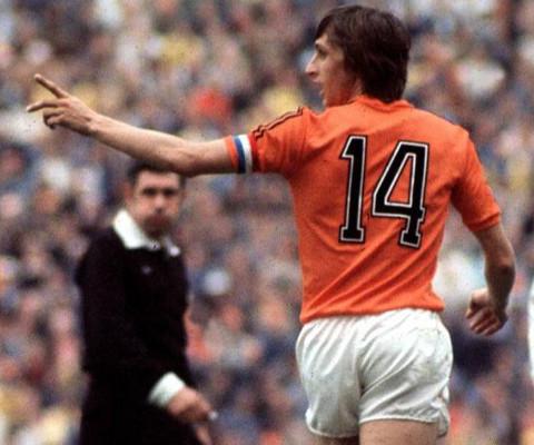 Cruyff jugó siempre que pudo con el dorsal 14 a la espalda.