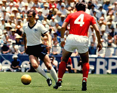 Franz Beckenbauer, con su selección.