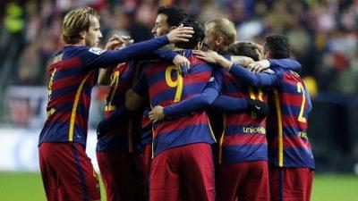 Los jugadores del FC Barcelona celebran un gol.