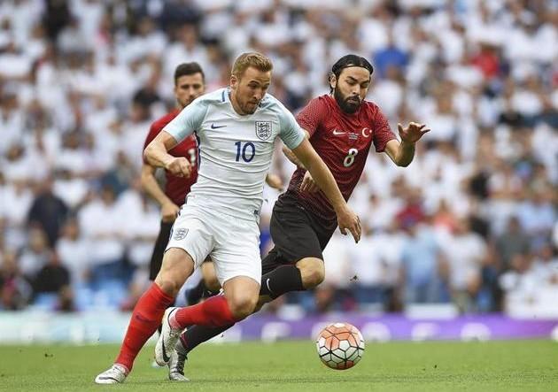 Harry Kane, de blanco, durante un amistoso con Inglaterra.
