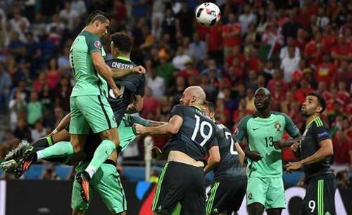 Cristiano Ronaldo, en el momento que marca el 1-0. FOTO: libertaddigital.com