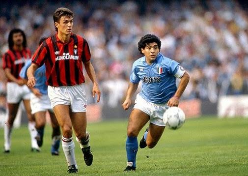 Maldini, en un partido contra Maradona y el Nápoles.