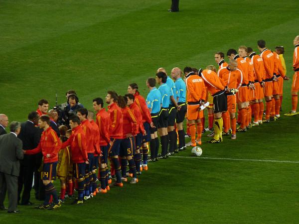 Prolegómenos de la final del Mundial 2010 entre Holanda y España. FOTO: Wikimedia Commons