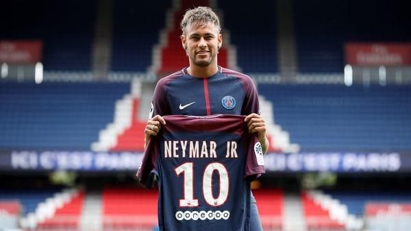 Neymar, durante su presentación con el PSG