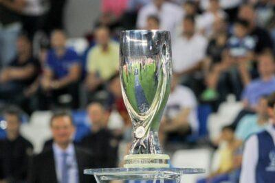 La Copa que se entrega al ganador de la Supercopa de Europa